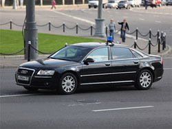 Водители депутатов Госдумы недовольны трехкратным снижением зарплат